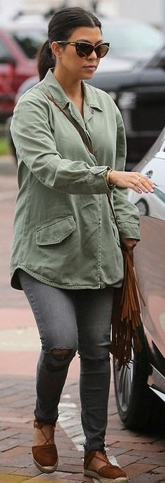 Who made Kourtney Kardashian's brown cat sunglasses, gray skinny jeans, suede fringe handbag, and lace shoes?