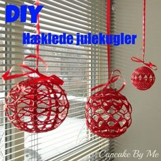 Cupcake By Me ©: DIY og hækleopskrifter Christmas Baubles, Christmas Holidays, Christmas Decorations, Crochet Ball, Diy Crochet, Filet Crochet Charts, Christmas Crochet Patterns, Crochet Christmas, Book Markers