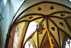 frederik cnockaert aan het werk aan de plafonschilderingen in de kerk van haasdonk. Beste kunstliefhebber, Graag nodig ik u uit naar onze opendeur in het  restauratie atelier Frederik Cnockaert kerat- art te Wervik. Op zondag 3 mei, is er een opendeurdag tussen 10.00 h tot 12.00 h. en tussen 15.00 h tot 17.00 h. U kunt op deze dag een vrijblijvende kunst en restauratie expertise krijgen over uw schilderij, prent en stenen of keramisch object. De aanwezige conservator is Frederik Cnockaert