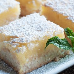 Lemon Squares Recipe from Grandmother's Kitchen - so good and so easy. Sweet, sour, moist and crunchy. My dream lemon slice. Just Desserts, Delicious Desserts, Dessert Recipes, Yummy Food, Dessert Ideas, Lemon Squares Recipe, Squares Recipes, Best Lemon Bars, Grandmothers Kitchen