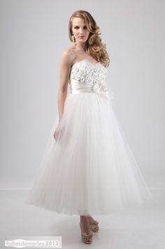 Séduisante Sans bretelle A-ligne Appliques mollet Longueur & Ornement Fleurs Robe de mariée Nouveau style 2013
