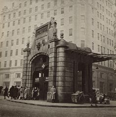 Photo of the Madrid metro entrance (Line One), Old Pictures, Old Photos, Best Hotels In Madrid, Madrid Metro, Equipe Real Madrid, Foto Madrid, Madrid Travel, U Bahn, City Museum