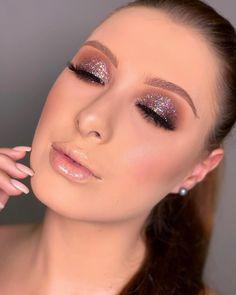 Combinações perfeitas With iwomens you will get daily Beauty and Fashion Pictures & tips for womens. Fancy Makeup, Glam Makeup Look, Glamorous Makeup, Prom Makeup, Eyebrow Makeup, Bridal Makeup, Makeup Looks, Hair Makeup, Makeup Inspo