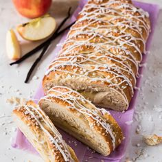 Omena-pullapitko | Maku Sweet Pastries, Dessert Decoration, Let Them Eat Cake, Hot Dog Buns, Baking Recipes, Biscuits, French Toast, Food And Drink, Pie