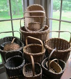 I have a weakness for old baskets! Old Baskets, Vintage Baskets, Wicker Baskets, Woven Baskets, Bountiful Baskets, Nantucket Baskets, Weaving Art, Vintage Love, Country Decor