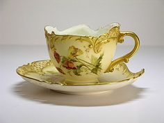 Royal Worcester special shape flower cup                                                                                                                                                                                 Mais