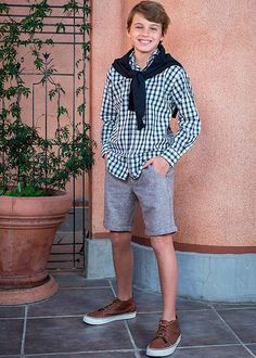 Trajes y camisas para niños primavera verano 2018. Moda primavera verano 2018. Boy Fashion, Fashion Shoes, Fashion Outfits, Casual Bags, Casual Summer Outfits, Brown Color Schemes, Boy Or Girl, Shirts, Ideas