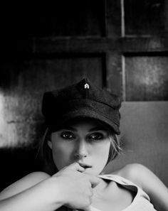 Black and white portrait of Keira Knightley. Photography by Marc Hom. Keira Knightley, Keira Christina Knightley, Pretty People, Beautiful People, Beautiful Women, Beautiful Celebrities, Female Actresses, Actors & Actresses, Scarlett