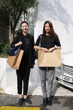 street style by Jinyong Kim. Korea Fashion, Asian Fashion, Look Fashion, Girl Fashion, Womens Fashion, Fashion Design, Asian Street Style, Asian Style, Street Chic