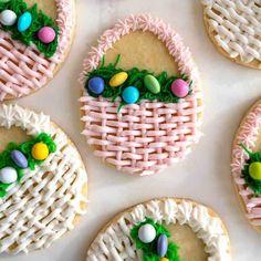 Turn ordinary sugar cookies into beautiful Easter Basket Cookies. Easter Cupcakes, Easter Cookies, Easter Treats, Holiday Cookies, Birthday Cookies, Easter Cake, Flower Cupcakes, Flower Cookies, Valentine Cookies