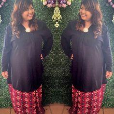 Nadia is wearing Norlia kebaya set during friend's wedding. Gorgeous!
