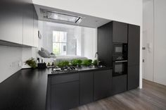 Daniele Petteno Architecture Workshop Modernizes a Tiny Apartment for a Young Family in London, England Kitchen Furniture, Kitchen Interior, Kitchen Dining, Kitchen Cabinets, Interior Design London, Apartment Interior Design, Camden House, Appartement Design, Cuisines Design