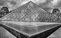 https://flic.kr/p/WVfWVz | Pyramide du Louvre, Paris | Leica M8, Tri-Elmar WATE