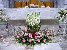 2009년 대축일 및 축일과 특별한 날의 전례꽃꽂이 2009년 12월 13일 ( 대림4주) 드디어 흰색까지 4개의 초에 모두 불이 밝혀지네요. 대림시기와 사순시기의 미사때는 대영광송이 없습니다. 아주 가까이 오실 메시아 Church Aisle Decorations, Flower Decorations, Wedding Decorations, Church Wedding Flowers, Altar Flowers, Large Flower Arrangements, Ikebana Flower Arrangement, Flower Girl Bouquet, Floral Bouquets