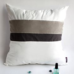 Onitiva [White Lady] Knitted Fabric Patch Work Pillow Cushion Floor Cushion (19.7 by 19.7 inches)