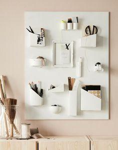 """Aus bemalten Kartons, Dosen und einem alten Bilderrahmen wird eine praktische Wandorganisation - weitere clevere Lösungen findest du unter """"DIY"""" in unseren Ideen."""