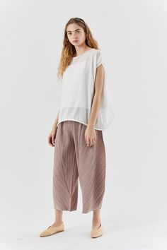kite knit top, white – Kick Pleat Japanese Fashion Designers, Issey Miyake, Kite, Harem Pants, Crew Neck, Knitting, Cotton, Collection, Tops