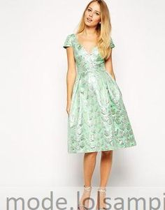 Deep Plunge Metallic Abendkleid Metallic Prom Dresses, Asos, Deep, Formal Dresses, Fashion, Gown Dress, Patterns, Kleding, Dresses For Formal