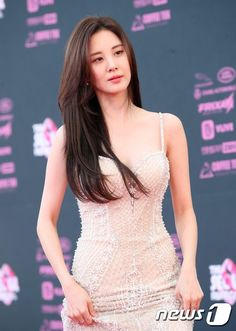Seohyun - The Seoul Awards 2018 Red Carpet Snsd, Seohyun, Korean Beauty Tips, Asian Beauty, Hollywood Actress Photos, How To Pose, Korean Model, Beautiful Asian Women, Celebs
