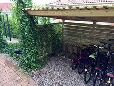 Cykelskjul med tillhörande cykelställ