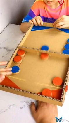 Home activity Jeux de palets<br> Paper Crafts For Kids, Easy Crafts For Kids, Projects For Kids, Diy For Kids, Fun Crafts, Diy And Crafts, Diy Projects, Creative Crafts, Crafts With Cardboard