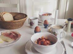 Porridge mit Äpfeln und Pflaumen