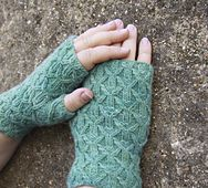 Ravelry: Hillis Gate Mitts pattern by Jane Lithgow