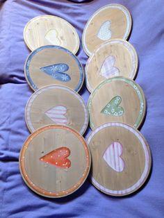 Sottopiatti in legno dipinti a mano