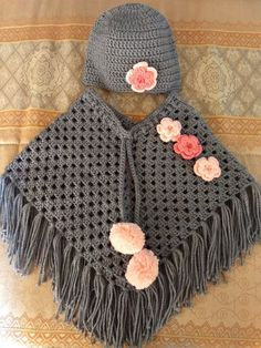 Stunning handmade baby poncho and hat. Made with coconut ice baby cakes yarn.Articles similaires à Poncho de Minnie & chapeau sur Etsy Crochet Baby Poncho, Crochet Baby Sweaters, Crochet Toddler, Crochet Poncho Patterns, Baby Girl Crochet, Crochet Baby Clothes, Crochet Shawl, Baby Knitting, Knit Crochet