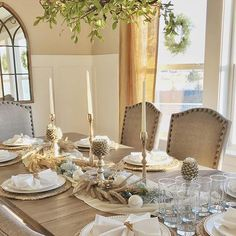 An elegant table setting fit for the perfect holiday meal. 😍