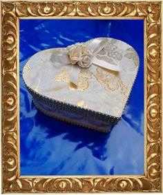 Hallo, ich fertige individuelle Schachteln für jeden Anlaß. Diese war ein Projekt für eine Hochzeit. Dazu gehört ein passendes Herz. ich hoffe es gefällt Euch. UniSign