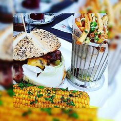 Had this amazingly good hamburger - french fries - corn combo at Landzeit restaurant last week Still dreaming about it These days I stay home and cook something Gourmet Burgers, Hamburgers, French Fries, Salmon Burgers, Foodies, Tasty, Beef, Restaurant, Vegetables