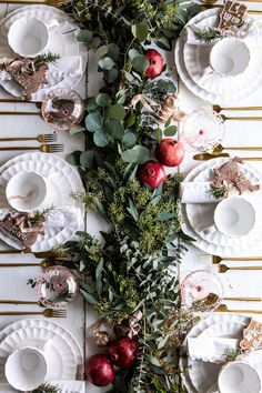 Christmas Party Table, Dinner Party Table, Decoration Christmas, Christmas Table Settings, Christmas Tablescapes, Noel Christmas, Holiday Dinner, Holiday Parties, Holiday Gifts
