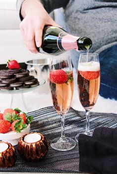 Chic Glam Valentine's Day celebration #splendorstyling #vday  TIP 3 --> Place strawberries in your champagne flutes!It makes toasting extra special.