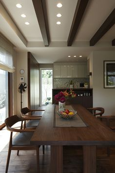Dining Room Sets, Dining Table Chairs, Natural Interior, Ceiling Design, Beautiful Interiors, Home Kitchens, Living Room Designs, House Design, Furniture