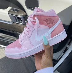 Dr Shoes, Cute Nike Shoes, Cute Nikes, Cute Sneakers, Nike Air Shoes, Hype Shoes, Me Too Shoes, Shoes Sneakers, Pink Shoes