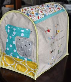 Kitchenaid mixer cover with links to tutes (free patterns for side and mixer paper pieced pattern in links) Sewing Hacks, Sewing Tutorials, Sewing Patterns Free, Sewing Crafts, Sewing Projects, Kitchenaid Cover, Appliance Covers, Sewing Box, Sewing Notions