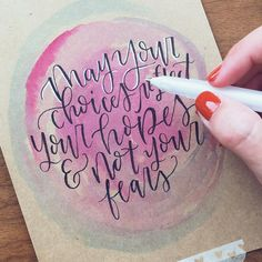 Hey y'all!! I have a new blog post up about creating lettered art on Kraft Paper featuring the @tombowusa Advanced Lettering Set!! Yes, even the watercolor background was created using tools from the set! (Gel pen is not included 😜) • this kind of unique print would make great Christmas cards or gifts for friends and family this season! Link in bio > blog > latest post!