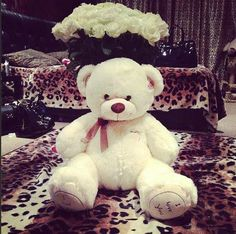 Picture Preference - What He Gives You On Valentine's Day Harry: He gives you a bouquet of white roses and a big teddy bear! Louis: He gives you a bouquet of roses for each reason he loves. Big Teddy Bear, Giant Teddy, Big Bear, Bear Tumblr, Im Sorry Gifts, Teady Bear, Haha, Love Bear, Girly Things