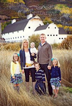 Family Picture Clothes by Color Series-Yellow - Capturing Joy with Kristen Duke Family Photo Colors, Family Picture Poses, Fall Family Pictures, Family Picture Outfits, Family Photo Sessions, Family Posing, Family Portraits, Family Pics, Family Of 6