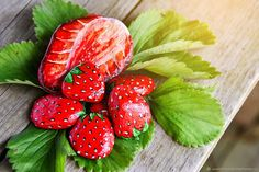Painted Rocks 'Strawberry' |  Камни расписные. Клубника - комбинированный, камень, расписной, сувенир, подарок, Питер, виды питера