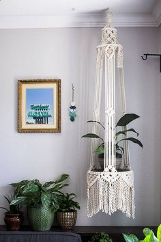 macrame/macrame anleitung+macrame diy/macrame wall hanging/macrame plant hanger/macrame knots+macrame schlüsselanhänger+macrame blumenampel+TWOME I Macrame & Natural Dyer Maker & Educator/MangoAndMore macrame studio Diy Macrame Plant Hanger, Diy Macrame Wall Hanging, Macrame Plant Hanger Patterns, Macrame Curtain, Macrame Art, Macrame Projects, Macrame Patterns, Plant Hangers, Macreme Plant Hanger