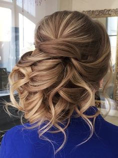 Featured Wedding Hairstyle: Elstile; www.elstile.ru; Wedding hairstyle idea.