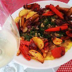 Omelete de Bacalhau com Legumes Grelhados - Fique a conhecer todas as receitas tradicionais portuguesas em: www.asenhoradomonte.com