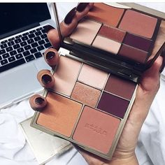 We love this shot by @kayleighjcouture of our one of our Perfect Me, Perfect Hue palettes ❤️ We hope you enjoy Kayleigh!