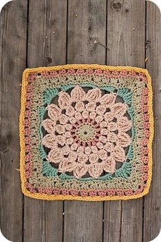 love this granny square!  the colors are gorgeous