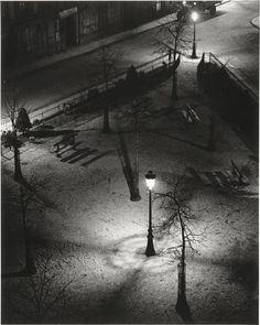 """""""Square la nuit, Paris"""". Paris, Centre Pompidou - Musée national d'art moderne - Centre de création industrielle - Photo (C) Centre Pompidou, MNAM-CCI, Dist. RMN-Grand Palais / Bertrand Prévost"""