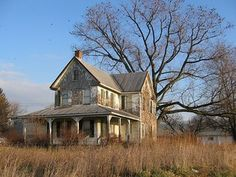 Old House in Westminster, MD in my mind, it is the perfect fixer-upperin my mind, it is the perfect fixer-upper Old Abandoned Houses, Abandoned Mansions, Abandoned Buildings, Abandoned Places, Old Houses, Farm Houses, Architecture Old, Architecture Details, Fixer Upper