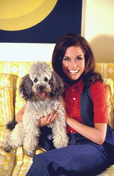 Mary Tyler Moore with her dog at her home 1971