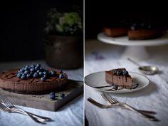 Es wird Zeit, mal wieder etwas experimentell zu werden, meint ihr nicht? Ich wollte schon lange einen Schokoladen Cheesecake machen. Aber statt zu den klassischen Zutaten wie Frischkäse, Eier und S…